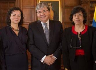 Canciller Carlos Holmes Trujillo recalca su confianza en las mujeres de la Carrera Diplomática y Consular