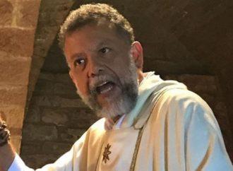 """""""Me mamé"""", dice padre Linero al anunciar su retiro del sacerdocio"""