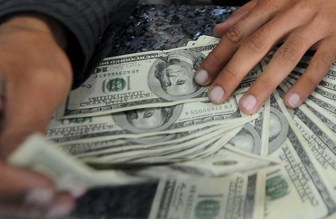 26 personas tienen la misma riqueza que casi la mitad de la humanidad
