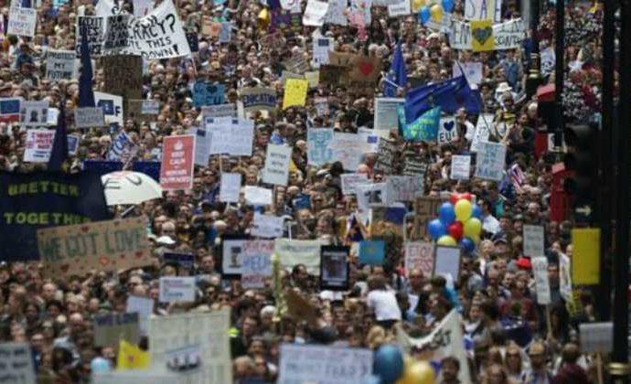 """A los 'millenials' les preocupa no tener futuro por un Brexit """"injusto"""""""