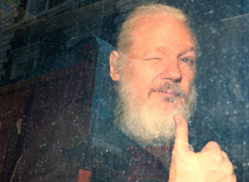 El Reino Unido detiene a Assange tras recibir una orden de extradición de EE UU